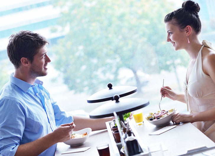 what to discuss on a first date